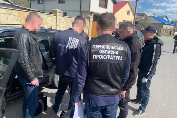 Взяли 20 тисяч: на Тернопіллі двох патрульних судять за хабар