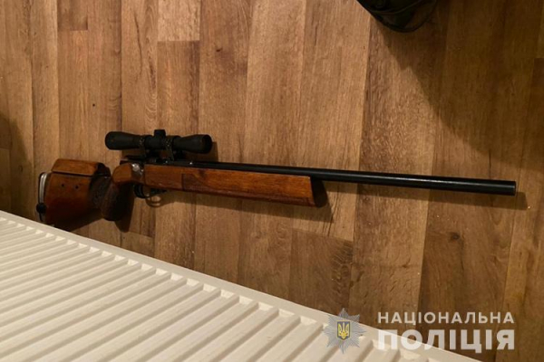 У Тернополі на вулиці Тарнавського чоловік стріляв з балкону. Обеззброювати приїхав КОРД