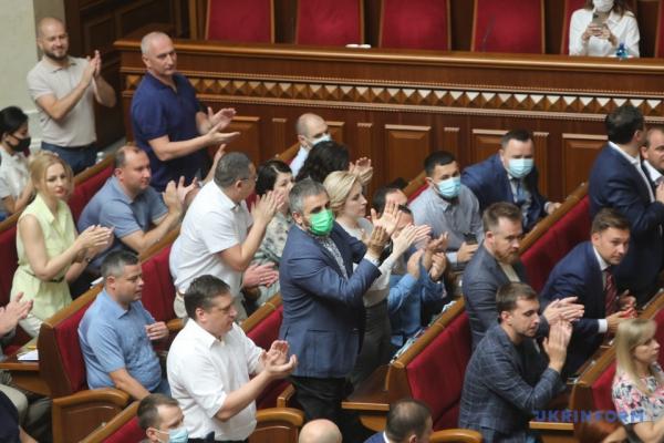 Опалювальний сезон під загрозою зриву через парламент та уряд