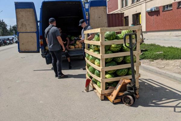 Торгували на проїжджій частині: у Тернополі на власників вантажівок склали протоколи