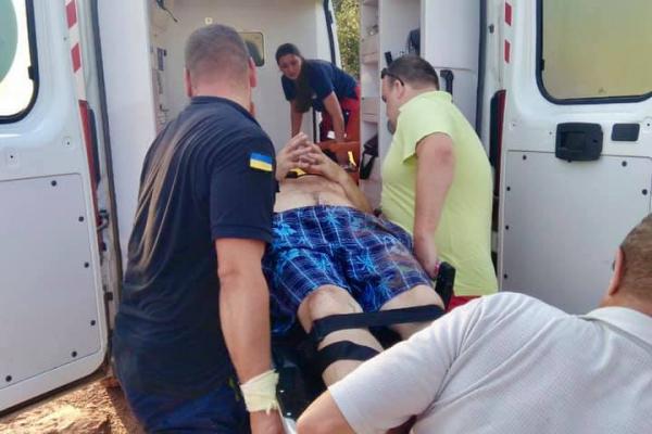 В с. Нирків рятувальники витягли чоловіка з 25-метрової ущелини