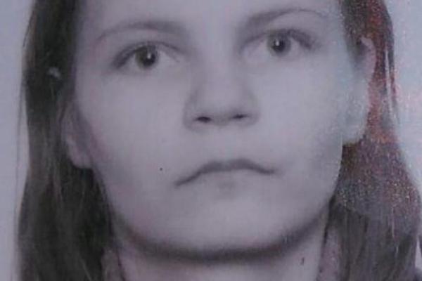 Вийшла з дому і зникла: поліція розшукує жінку з двома малолітніми дітьми