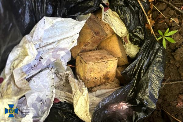 На Тернопільщині СБУ виявила схрон з боєприпасами