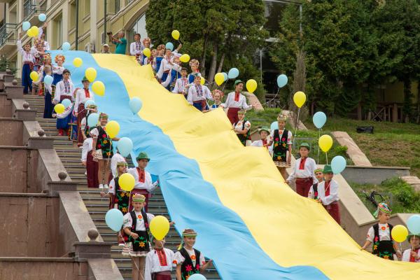 «Мій синьо-жовтий оберіг»: у Тернополі відбувся флешмоб