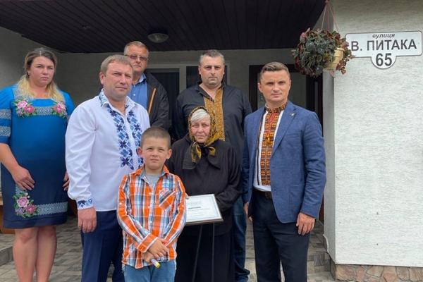 Матері загиблого Героя України Володимира Питака вручили сертифікат на житло