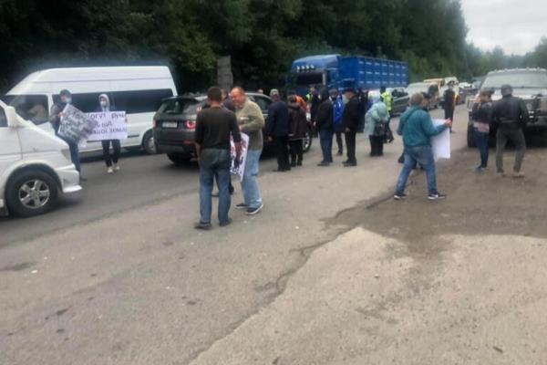 На Тернопільщині люди перекрили рух трасою державного значення М-19