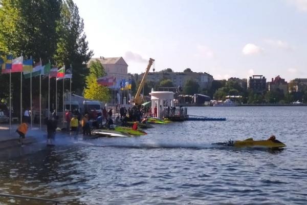 На Тернопільському ставі стартували етапи чемпіонату світу з водно-моторного спорту «HYDRO GP Ternopil»