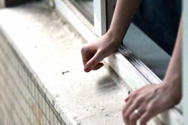 У Тернополі 21-річний хлопець випав із вікна