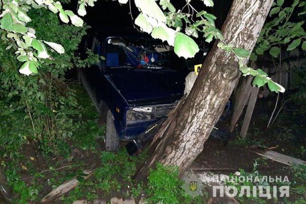 На Тернопільщині ДТП: 19-річний водій в'їхав у дерево