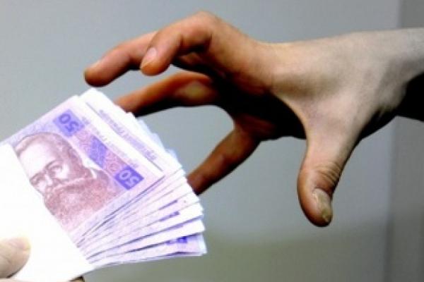 Обіцяла працевлаштування за кордоном: шахрайці із Борщова загрожує три роки позбавлення волі