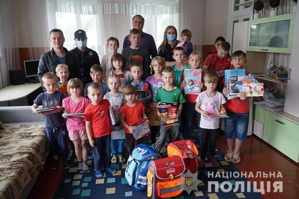 Вихованцям Тернопільського Центру соціально-психологічної реабілітації передали шкільне приладдя