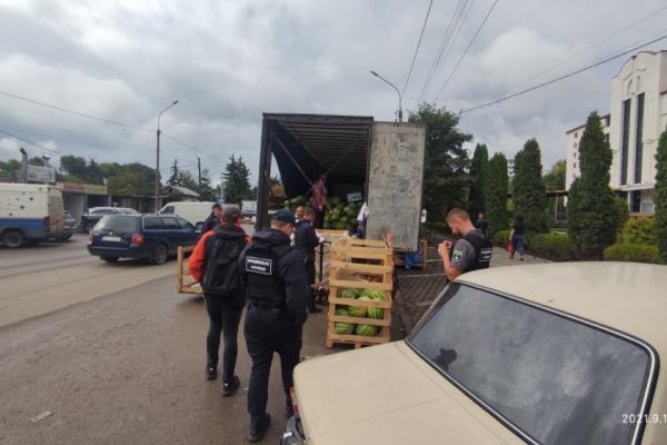 Незаконна торгівля: у Тернополі скали протоколи на продавці баштанних культур