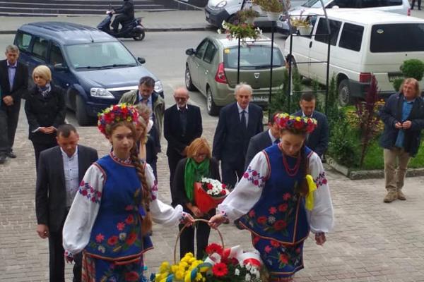 «Діалог двох культур»: на Тернопільщині розпочався літературно-мистецький форум