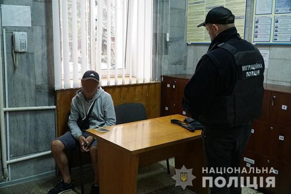 Правоохоронці виявили шістьох мігрантів, які незаконно перебували на території Тернопілля
