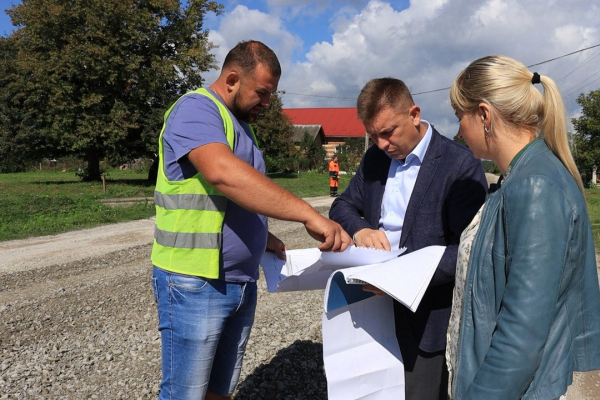 На Теребовлянщині почали ремонтувати знищену дорогу