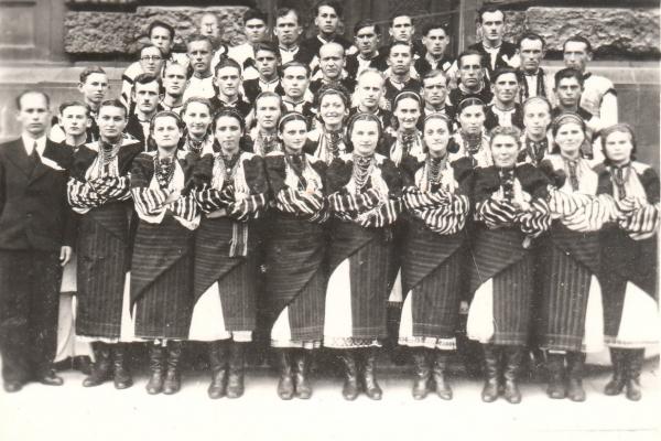 Хор міста Заліщики на фото 1942 року