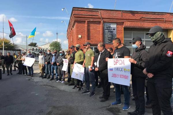 «Правий сектор» до мережі заправок «БРСМ-нафта»: припиніть давати гроші на побудову храмів Московського патріархату!