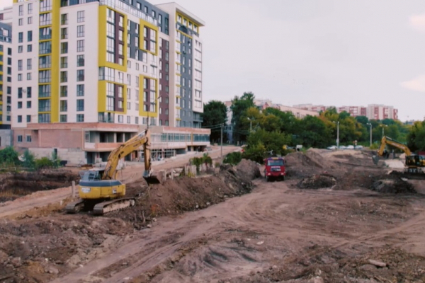 Тривають роботи з будівництва дощового колектора у Тернополі на вулиці Галицькій