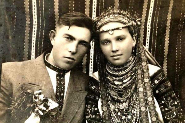 Молодята з Поділля на фото 1930 р.