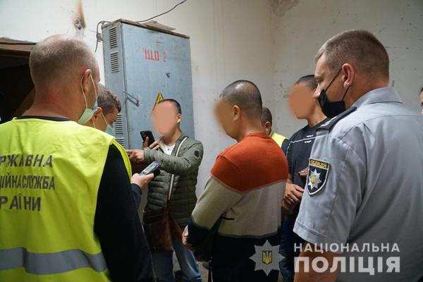 На одному із підприємств Тернопільщини виявили нелегальних мігрантів з Китаю