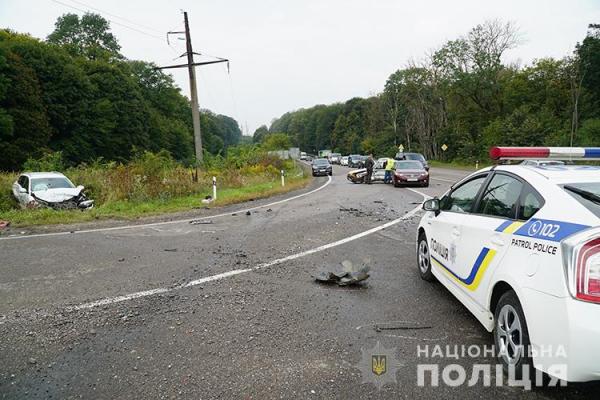 Серйозна ДТП на перехресті Біла — Чистилів. Є постраждалі (ФОТО, ВІДЕО)