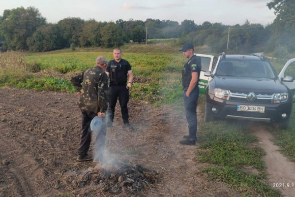 На Тернопільщині інспектори склали дев'ять протоколів за спалювання сухого листя