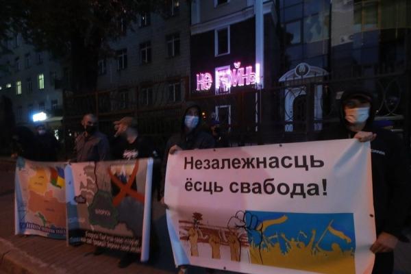 Активісти провели акцію під посольством Білорусі: «Білорусь - збережи свою незалежність», «Путін - загроза всьому людству»
