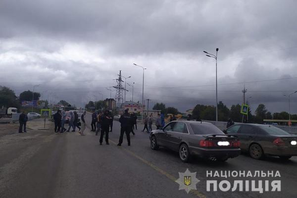 У Тернополі протестувальники перекрили дорогу