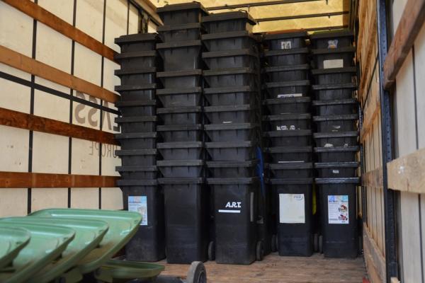 Жителям Чортківської громади закупили 500 індивідуальних контейнерів для сміття