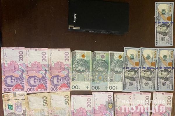 На Тернопільщині  чоловік знайшов гаманець зі значною сумою грошей та повернув власнику