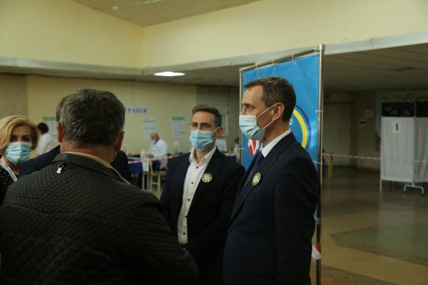 Міністр охорони здоров'я оглянув роботу центру вакцинації у Тернополі
