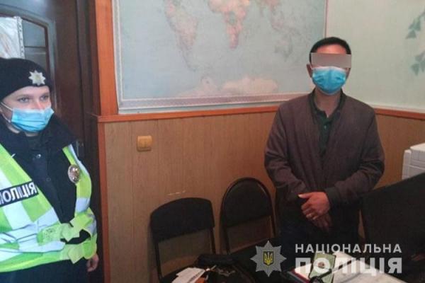 На Тернопільщині затримали громадянина Китайської Народної Республіки, який нелегально перебував на території країни