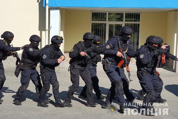 Взяв у заручники людей: на Тернопільщині відбулися спільні навчання силовиків, рятувальників та медиків
