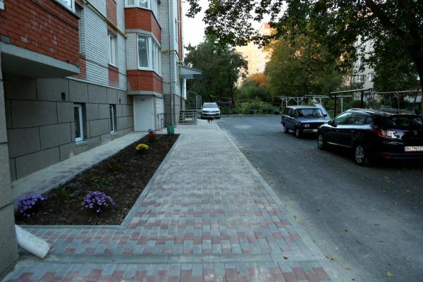 Як після ремонту виглядає двір на вул. Бережанській, 53А у Тернополі