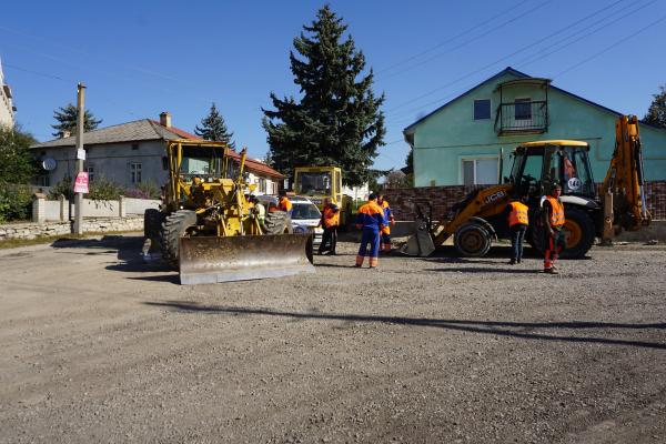 Тернопільщина: у місті Борщів розпочали відновлювати дорогу