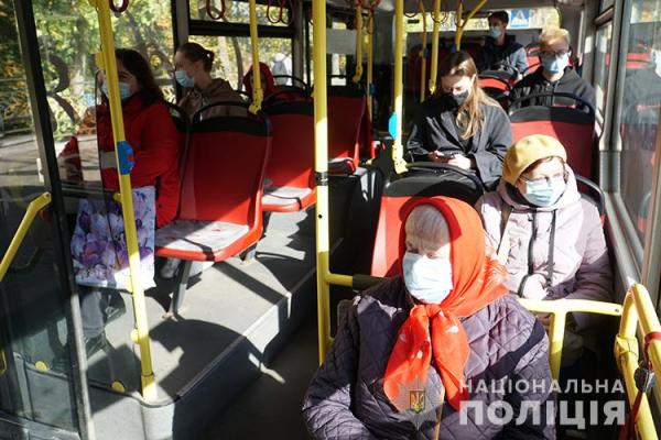 У Тернополі правоохоронці перевіряють дотримання карантинних вимог у громадському транспорті