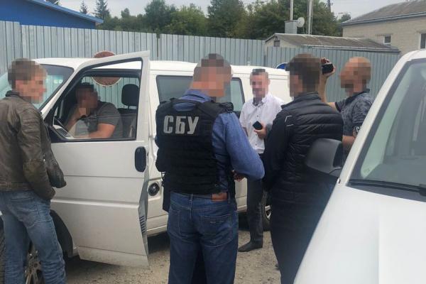 За 3000 доларів обіцяв вплинути на чиновників: на Тернопільщині судитимуть чоловіка