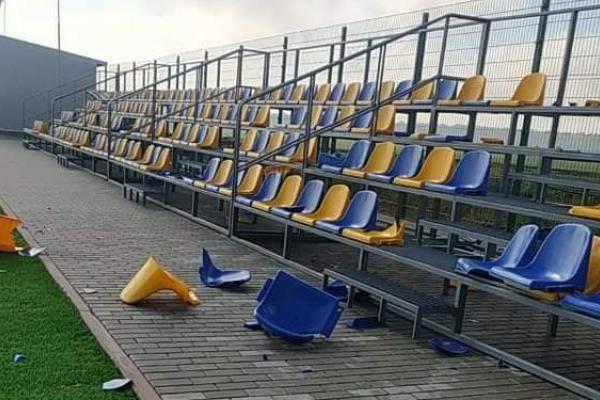 На Тернопільщині вандали розгромили новозбудований стадіон
