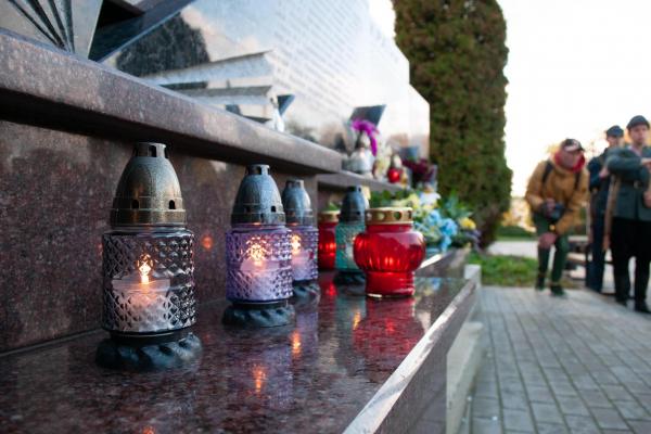 «Хай палають свічки пам'яті загиблих героїв у наших серцях»: у Тернополі відбулася акція пам'яті