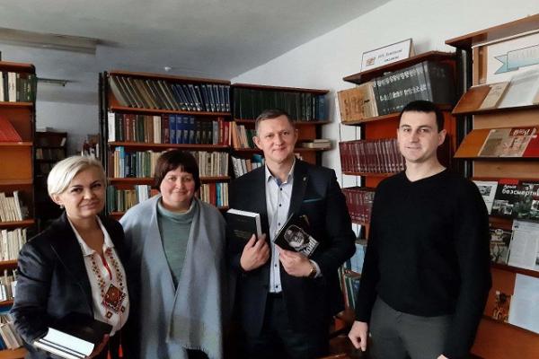 «Такі книги повинні бути в бібліотеці кожного правдивого Українця» – Михайло Тимошик