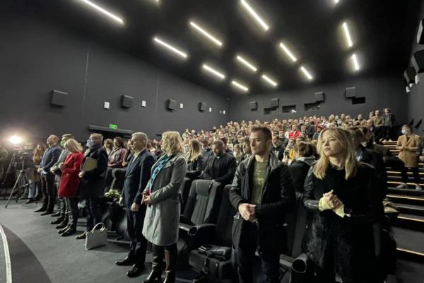 «Падаючи на сніг»: Андрій Підлужний презентував пронизливий кліп про війну (ФОТО)