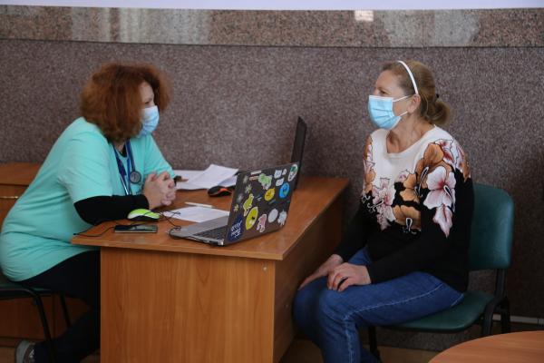 На залізничному вокзалі у Тернополі відкрили тимчасовий пункт вакцинації