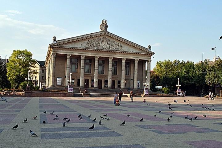 Черкаський театр запрошує тернополян на музичну казку