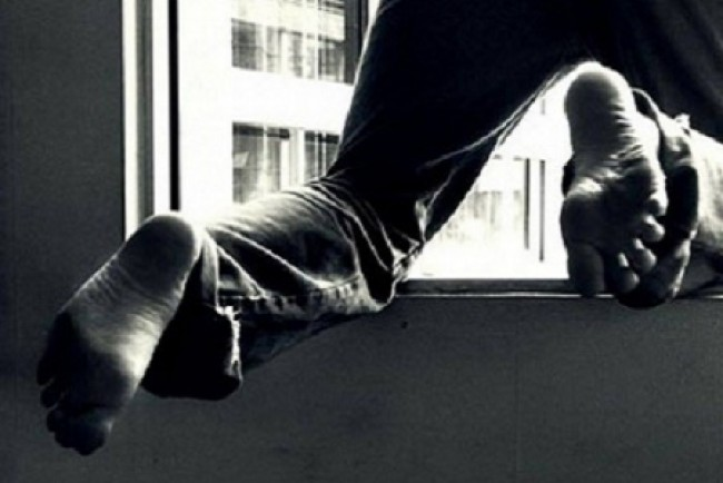 Моторошна смерть: жінка вилетіла з вікна багатоповерхівки