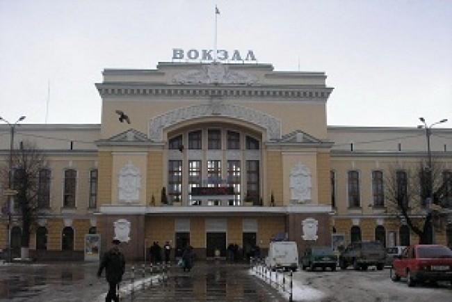 У Тернополі на вокзалі касири хамлять людям