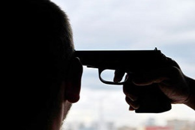 На Тернопільщині чоловік хотів застрелитися із саморобної зброї