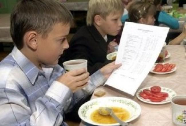 Нове меню для шкільних їдалень України розробив відомий київський шеф-кухар Євген Клопотенко
