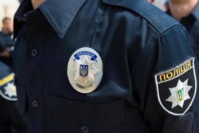 Тернопільські патрульні затримали чоловіка, який побив на власну матір