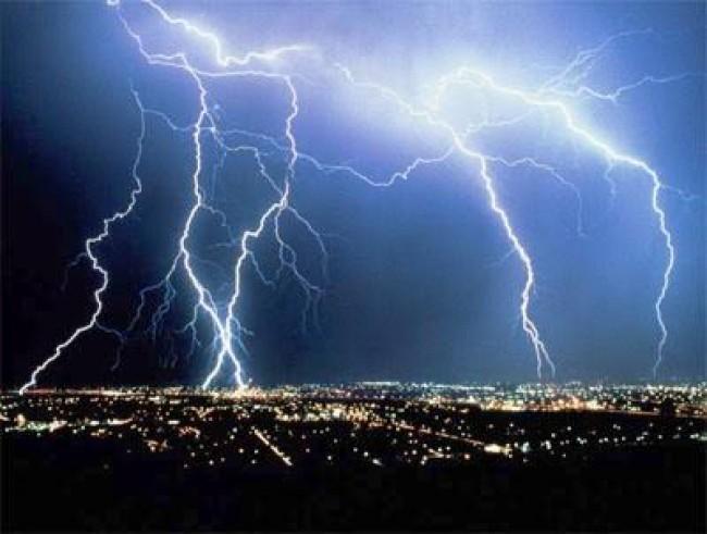 Блискавка завдала шкоди тернополянам на кілька сотень тисяч гривень