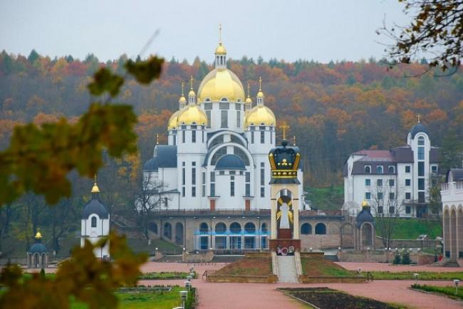 Українські художники творять у духовному центрі на Тернопільщині (Фото)